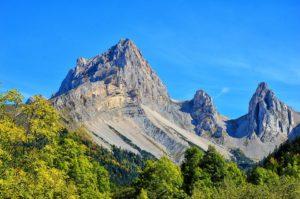 Les montagnes : des «piquets»
