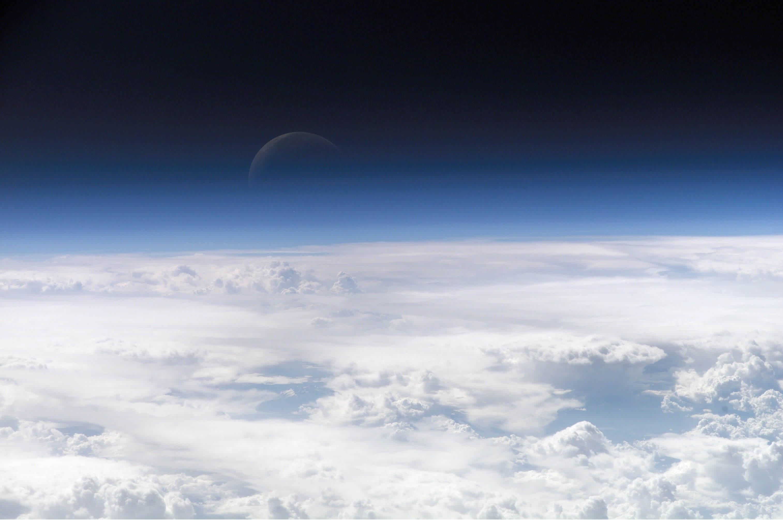 Les cieux sans piliers visibles