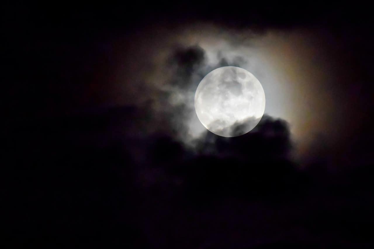 Les rimes identiques de la sourate «la lune»